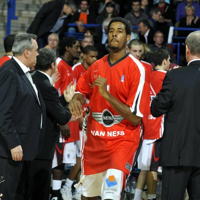 Photo of Alade Aminu, 2010-2011 season
