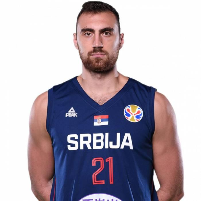Photo of Nikola Milutinov, 2019-2020 season