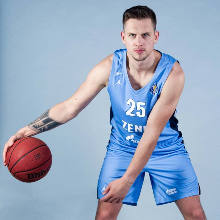 Photo of Mateusz Ponitka, 2019-2020 season