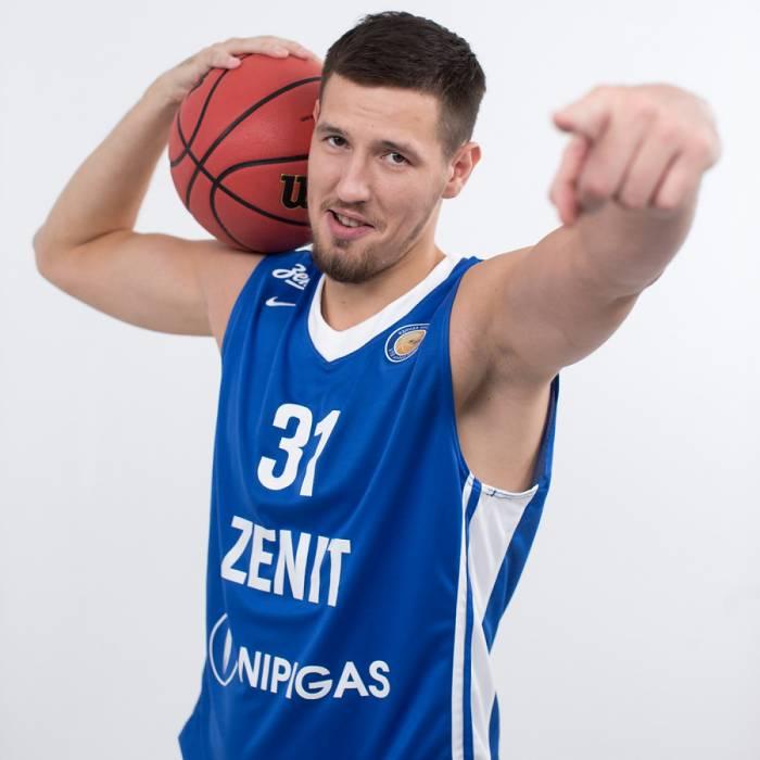 Photo de Evgeny Valiev, saison 2016-2017