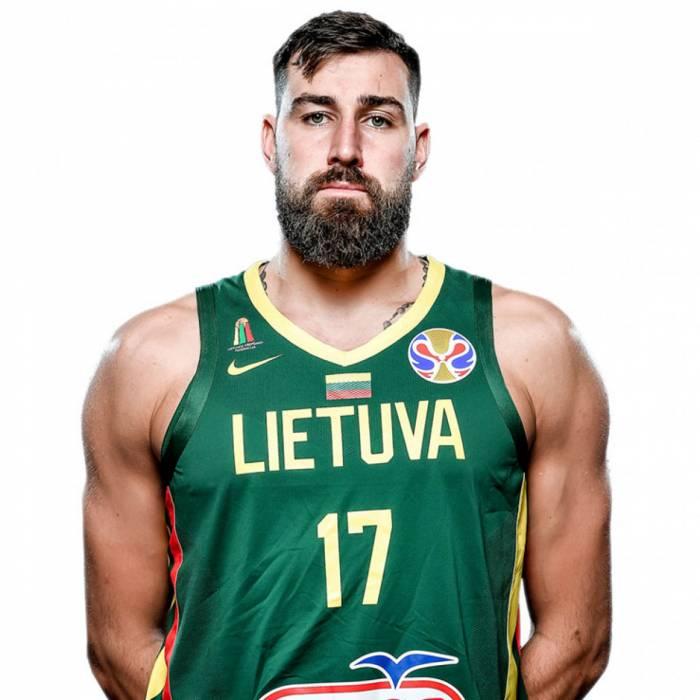Photo of Jonas Valanciunas, 2019-2020 season