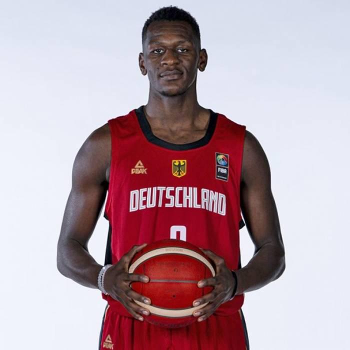 Isaac Bonga nuotrauka, 2021-2022 sezonas