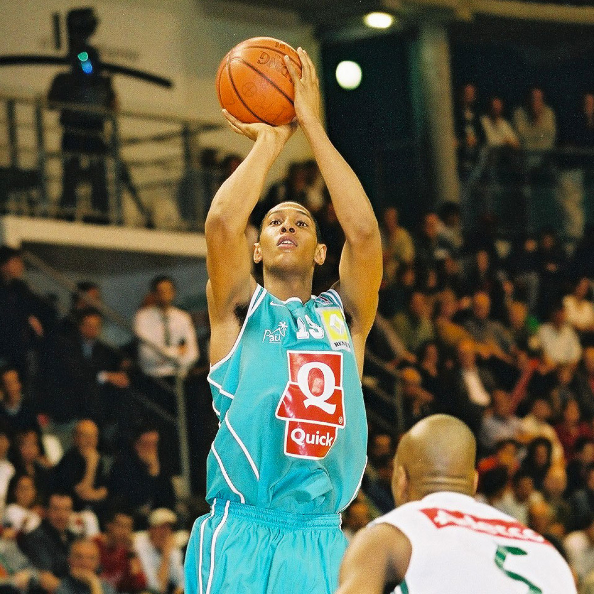 Photo of Boris Diaw, 2002-2003 season